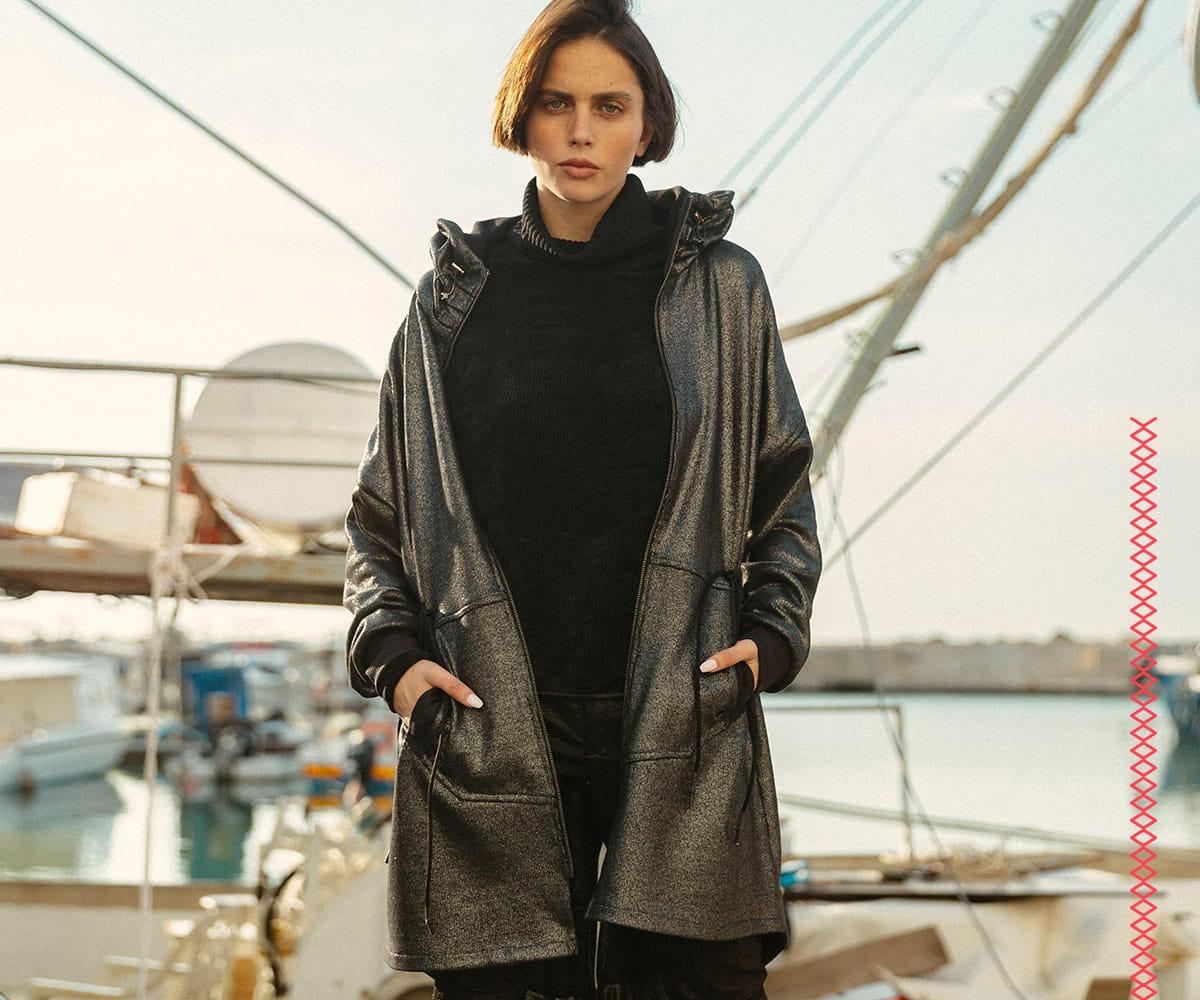 מעיל מעוצב של המותג 'סטודיו נועה' מעוצב ומיוצר בישראל